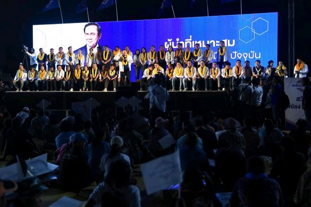 A crowd of just several hundred showed up at the Nakhon Ratchasima rally for Palang Pracharath Party (PPRP) that had prepared for thousands. The party's candidate for prime minister, Gen Prayut, was billed to speak but then opted out last week. (AFP photo)