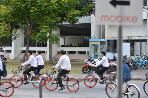 Kasetsart University students ride Mobikes on Nov 2, 2017. (Bangkok Post file photo)