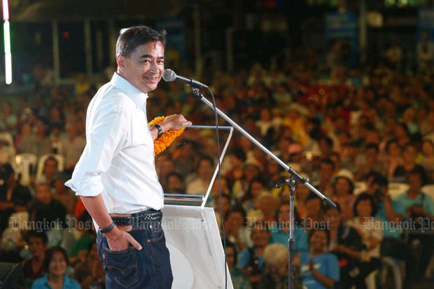 Democrat leader Abhisit Vejjajiva dropped a political bombshell into his campaign speech at his Saturday rally at Laksi (above) when he promised to oppose Prime Minister Prayut Chan-o-cha's bid to remain in power. (Photo by Pattarapong Chatpattarasill)