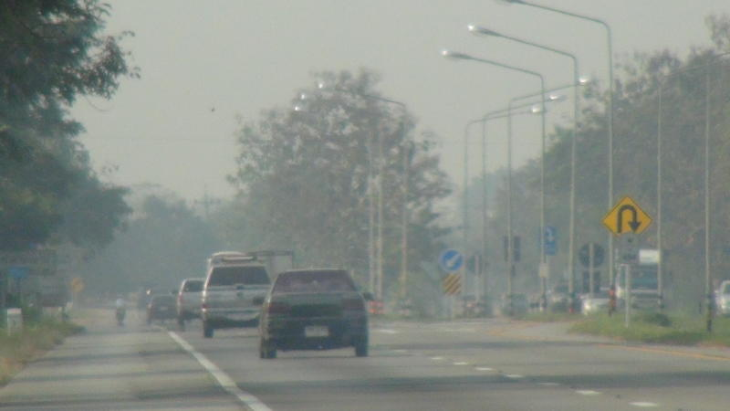 Toxic smog blankets Lampang as forest fires and farmers burning-off send air quality plummeting in the North, affecting people's health. (File photo)