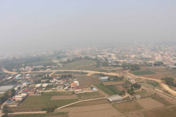 A thick smoke haze shrouds Mae Sai district of Chiang Rai province on Thursday. The worst fine dust level was measured there in past 24 hours to 9am. (Photo supplied)