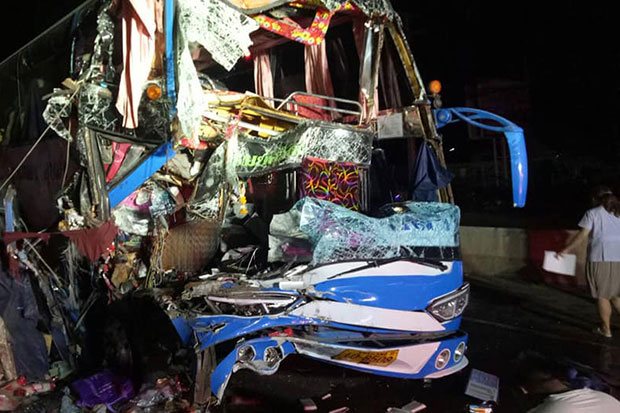 Bus rear-ends truck, driver crushed, 34 passengers injured