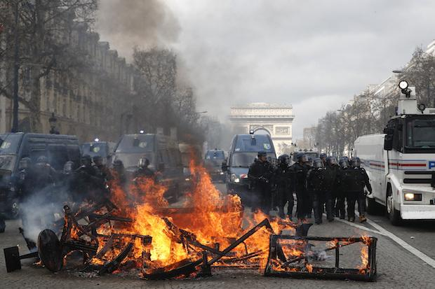 Paris bank set on fire in French Yellow Vest protests