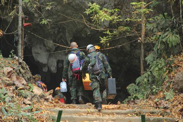 Members of the cleanup crew enter Tham Luang cave in Mae Sai district of Chiang Rai on Monday to begin retrieving the mountain of gear left behind after the rescue of the Wild Boars football team there last year. (Photo: Public Relations Department)