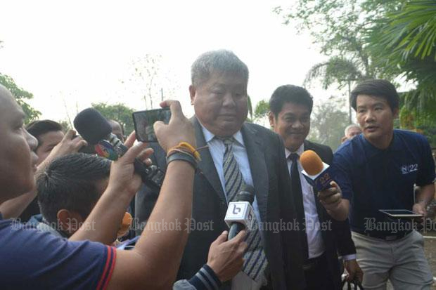 Construction tycoon Premchai Karnasuta, centre, arrives at the Thong Pha Phum court in Kanchanaburi province on Tuesday morning. (Photo by Piyarat Chongcharoen)