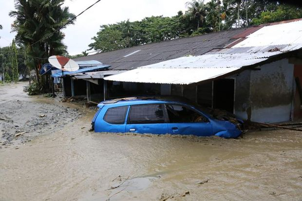 Death toll hits 89 in Indonesia's flash floods, 74 missing