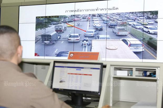 A police officer monitors traffic violation at a control room at the Metropolitan Police Division 2 in Bangkok. (File photo)