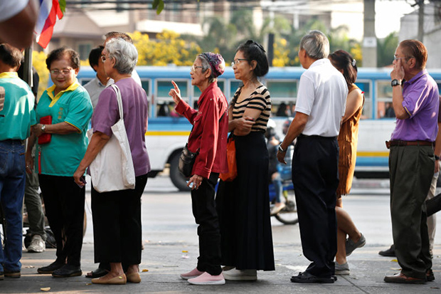 People queue to cast their vote in the general election at a polling station in Bangkok on Sunday. (Reuters photo)