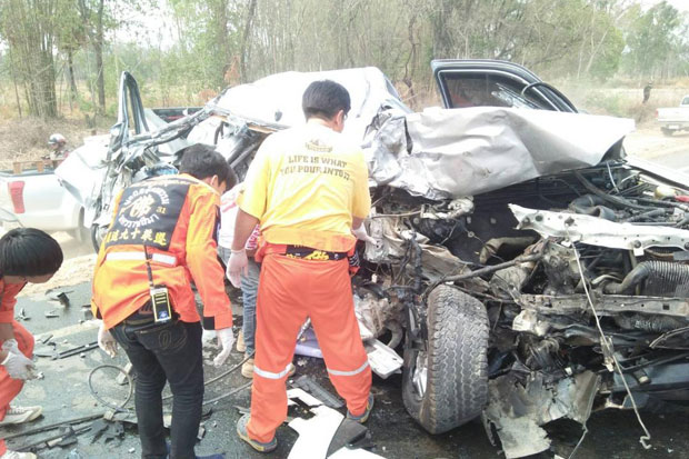 Rescue workers examine the wreck of the pickup truck which collided with a six-wheel truck in Nakhon Ratchasima's Pathai district on Sunday. The driver of the pickup and his wife were killed and their seven-year-old daughter injured. (Photo by Prasit Tangprasert)