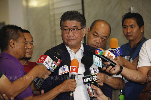 Pheu Thai secretary-general Phumtham Wechayachai speaks to reporters about the party's move to form a coalition government. (Photo by Varuth Hirunyatheb)