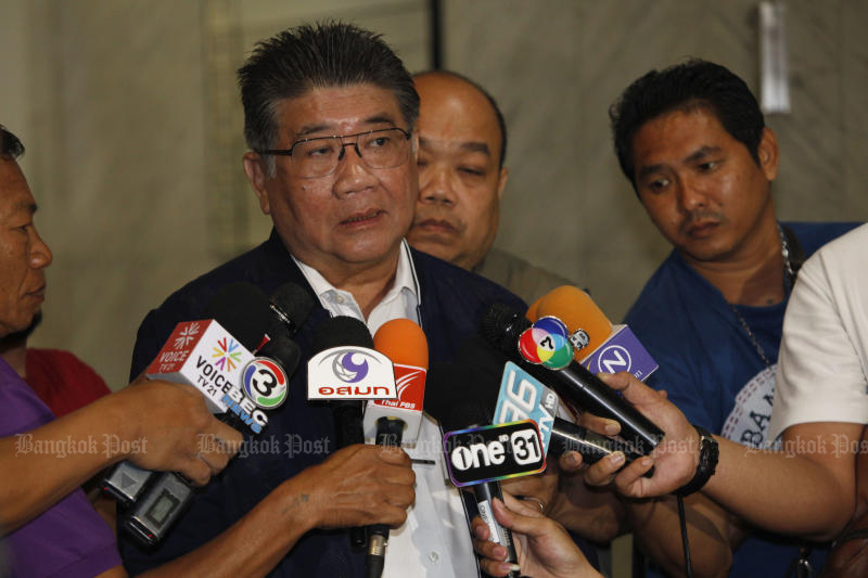 Pheu Thai secretary-general Phumtham Wechayachai answers re[porters' questions on Tuesday about the party's move to form a coalition for a prospective new government. On Wednesday Pheu Thai announced a seven-party alliance. (Photo by Varuth Hirunyatheb)