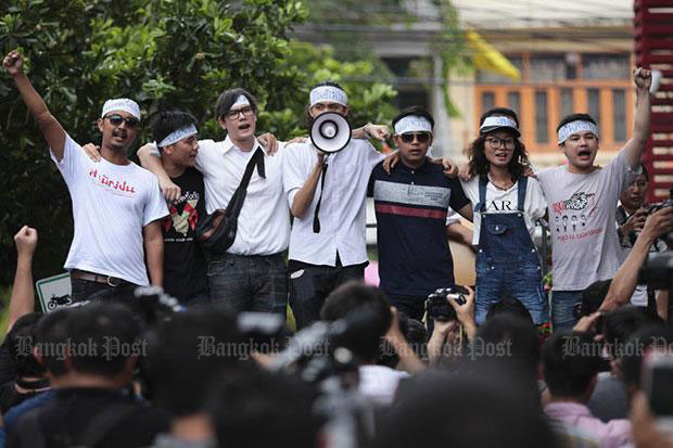 Anti-coup student activists and their supporters gather outside Sam Yan market near Pathumwan police station in Bangkok on June 24, 2015. The National Council for Peace and Order has accused Future Forward Party leader Thanathorn Juangroongruangkit of sedition for allegedly helping them flee arrest.(File photo)