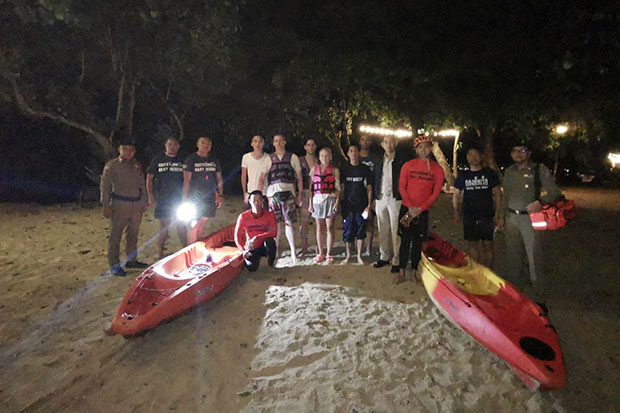 The three German kayakers, two men and one woman, with police and rescuers after their return to Koh Chang island on Tuesday evening. (Photo: First Fleet civil affairs division)