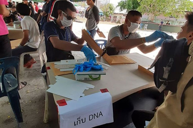 Officers collect DNA samples from young men registered for military conscription in the far South. The Yala task force commander confirmed their DNA records will be included in the security database. (Photo by Abdullah Benjakat)