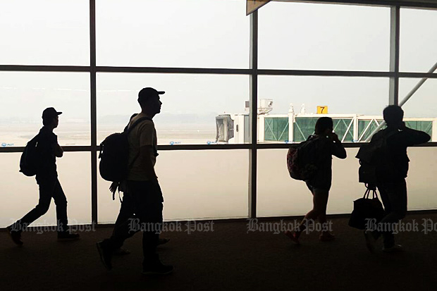 An estimated 11m Thais will travel overseas this year. (Photo by Chanat Katanya)