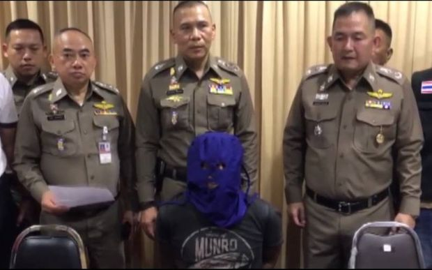 Murder suspect Ronnakorn Romruen, hooded, is seen during a press conference on Monday. (Photo by Jerdsak Sangtongcharoen)