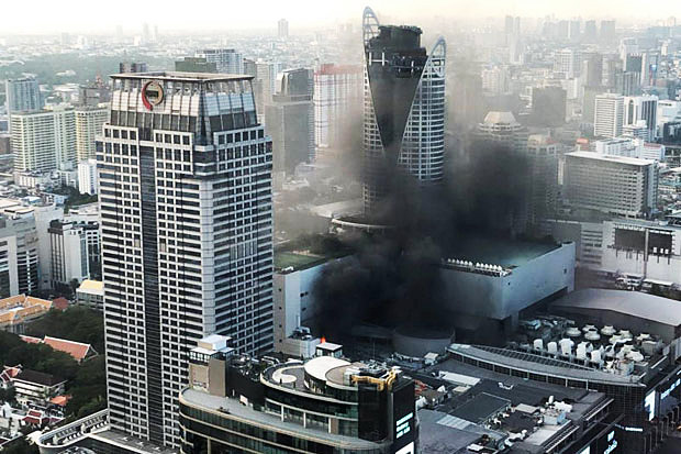 Fire rages on the eighth floor of CentralWorld shopping complex in Pathumwan district, Bangkok, on Wednesday evening. (Police photo)