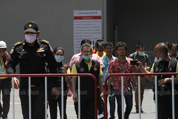 Police, forensic officials and engineers arrive to inspect the fire-damaged CentralWorld shopping complex in Ratchaprasong area of Bangkok on Thursday morning. (Photo by Apichart Jinakul)