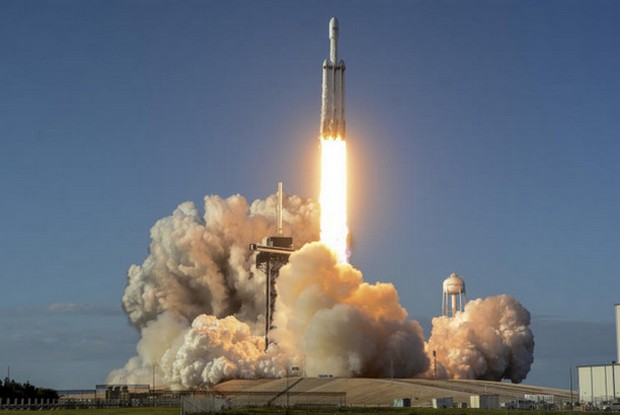 SpaceX launches Falcon mega rocket, lands all 3 boosters