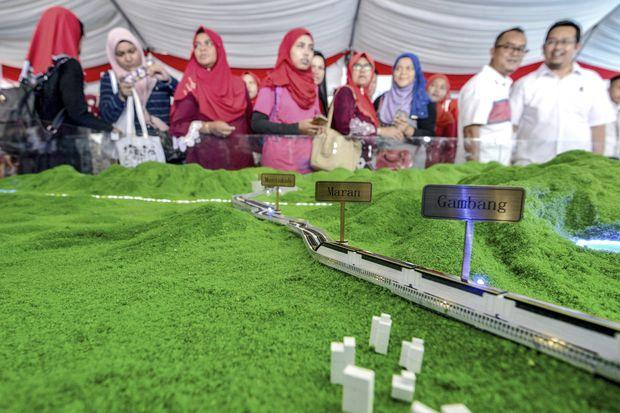 Malaysia revives massive Chinese rail project