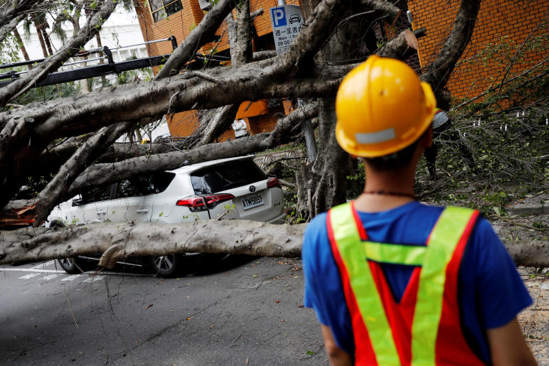 A vehicle surrounded by fallen trees is seen in Taipei after an earthquake in the Taiwanese city of Hualien on Thursday. (Reuters photo)