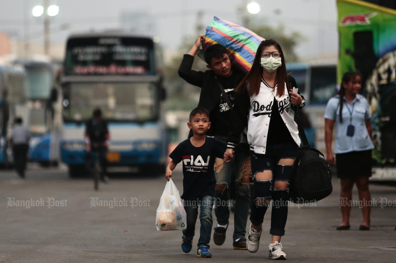 Travellers arrive at the new Mor Chit bus terminus. (Bangkok Post file photo)