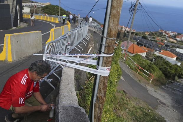 Bus crash in Portugal kills 29