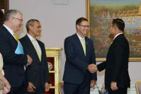 Aussie cave divers presented with royal honours