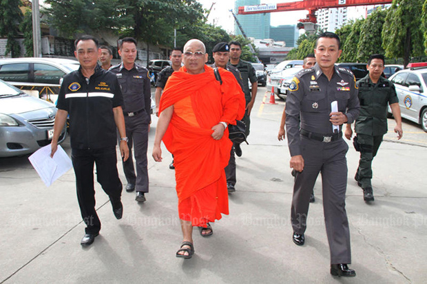 Phra Khru Kitti Phatcharakhun is shown arriving for a court hearing in Bangkok following his arrest in November 2017. He was convicted of embezzlement and disrobed on Thursday. (Bangkok Post file photo)