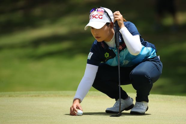 Moriya Jutanugarn of Thailand replaces her ball as she prepares to putt on the fourth green during the third round of the Lotte Championship in Kapolei, Hawaii on Friday. (AFP Photo)