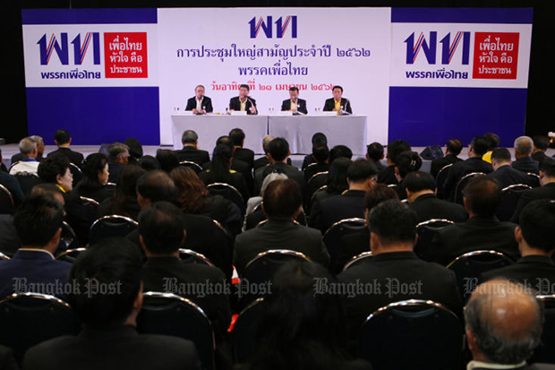 Pheu Thai secretary-general Phumthai Wechayachai (second left on the podium) leads the party's first general assembly in five years. (Photo by Aphichit Jinakul)