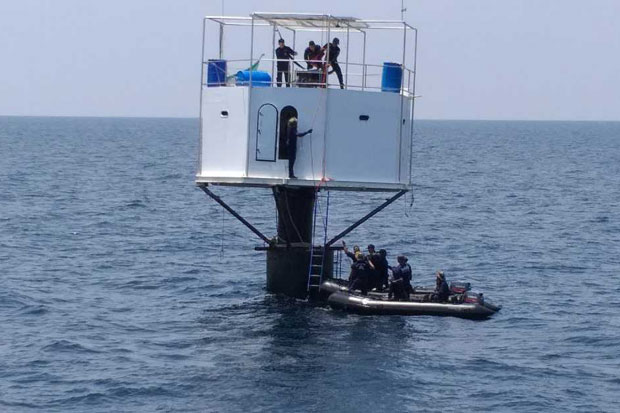 Navy moves floating 'threat to Thai sovereignty' ashore