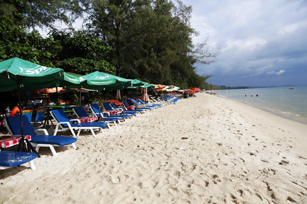 Chairs line Ochheuteal beach in Sihanoukville, the seaside beach town in Cambodia. (Post Today photo)