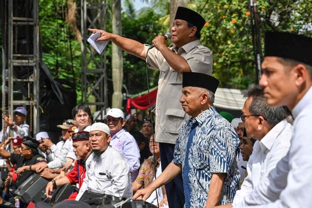 Indonesian presidential candidate Prabowo Subianto delivers a speech to supporters in Jakarta on April 19, 2019. (AFP photo)