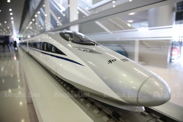 A model of a high-speed train from China is on display at the 4th Thai Rail Industry Symposium and Exhibition running from March 28-29, 2018 at the Airport Rail Link Makkasan station. (Photo by Patipat Janthong)