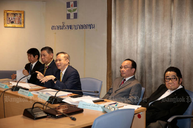 Dr Pongpat Pathanwanit, President of the Private Hospital Association, says price controls will reduce the country's competitiveness. (Chanat Katanyu)