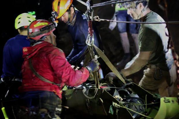 'Crazy Rich Asians' director to helm Netflix's Thai cave rescue miniseries