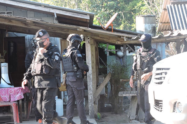 Suspected insurgent killed, policeman hurt in Pattani clash