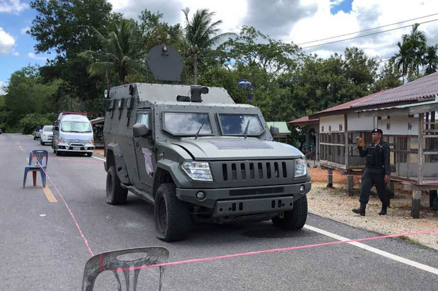 A border patrol police armoured truck was damaged after being hit by two bombs in Thepha district, Songkhla, late on Sunday night. (Photo by Assawin Pakkawan)