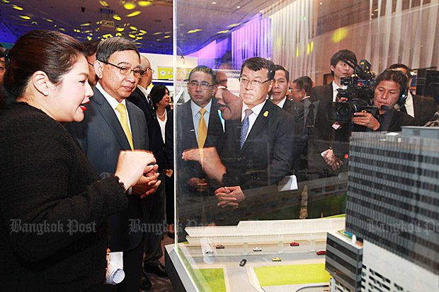 Deputy Prime Minister Prajin Juntong and other officials attend the Smart City Thailand Takeoff event. Chachoengsao province is likely to host the Eastern Economic Corridor's smart city. (Photo by Somchai Poomlard)