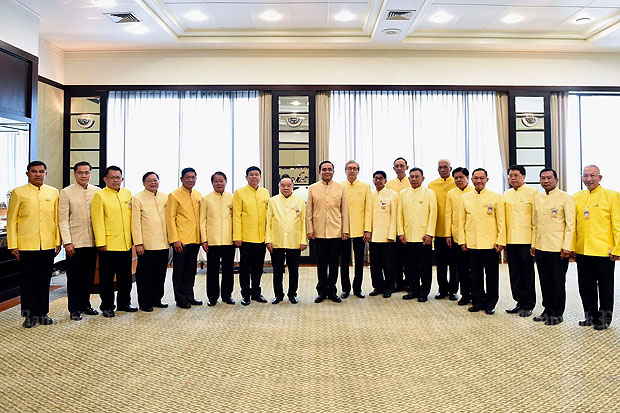 Prime Minister Prayut Chan-o-cha, centre, poses for photos with the 15 cabinet ministers who resigned to join the senate, at Government House in Bangkok on Tuesday. (Photo supplied)