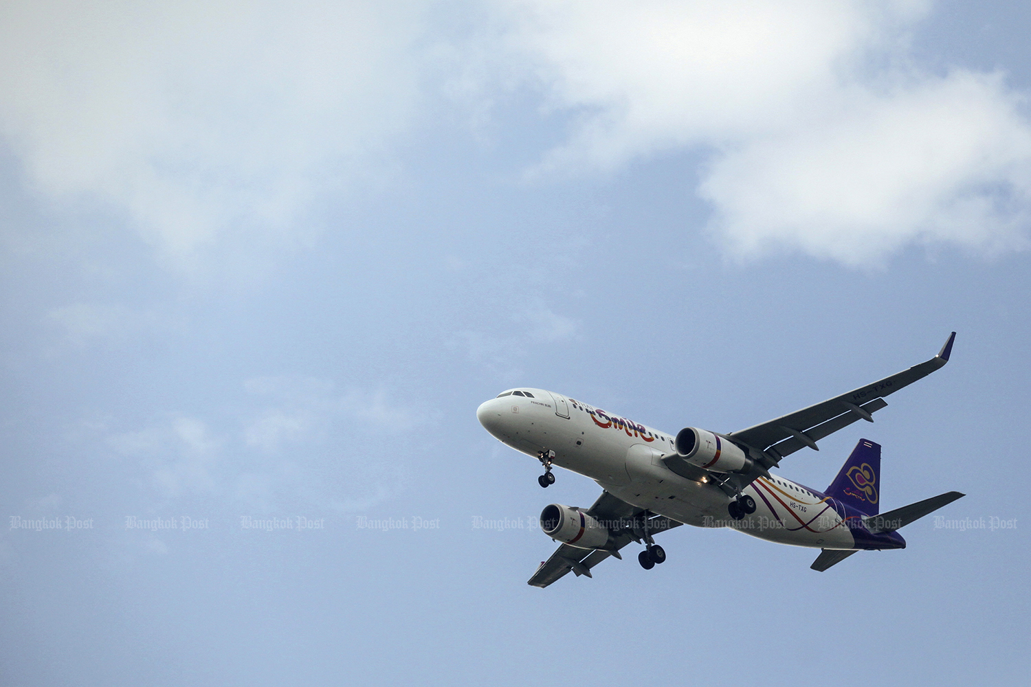 THAI Smile Airways has suffered soaring losses due to competition from other low-cost airlines. (Bangkok Post photo)
