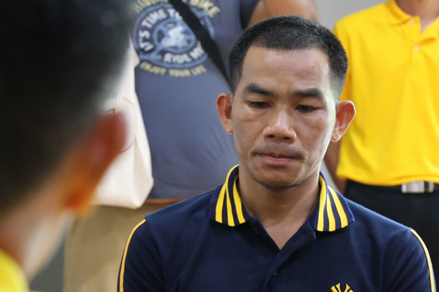 Anuchit Namsri is fined 10,000 baht by the Land Transport Office in Khon Kaen on Thursday for a quarrel with his girlfriend while he was supposed to be behind the wheel. (Photo by Chakrapan Nathanri)