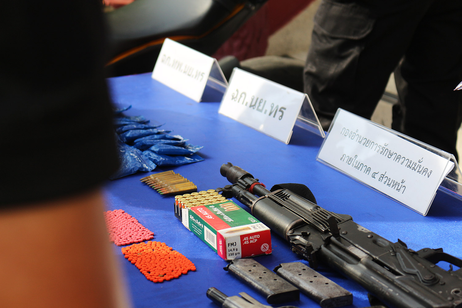 Meth pills and weapons were seized in Narathiwat on Sunday. (Photo by Waedao Harai)