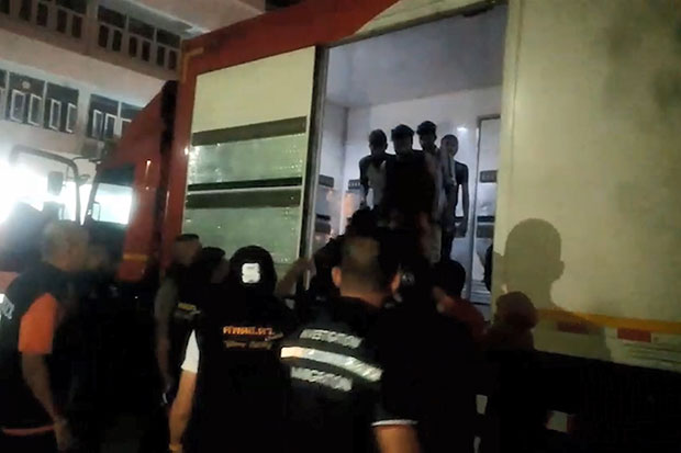 Thirteen illegal migrant workers are found inside a mail truck in Rattaphum district, Songkhla, in the early hours of Tuesday. The driver of Thailand Post mail truck and another man were arrested. (Photo by Assawin Pakkawan)