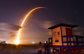 SpaceX launches 60 internet satellites