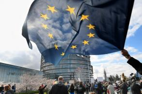 Irish voters seen adding to pro-EU pushback in bloc-wide polls