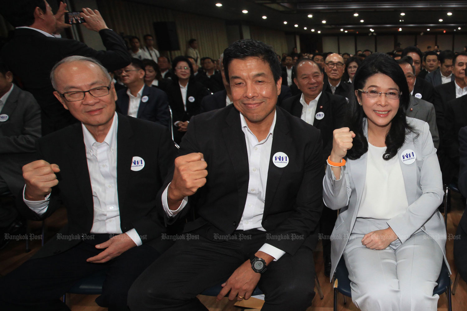 Chaikasem Nitisiri (left) or Chadchart Sittipunt (centre) of the Pheu Thai Party will represent the anti-coup alliance in the bicameral parliamentary vote for prime minister. (Photo by Somchai Poomlard)