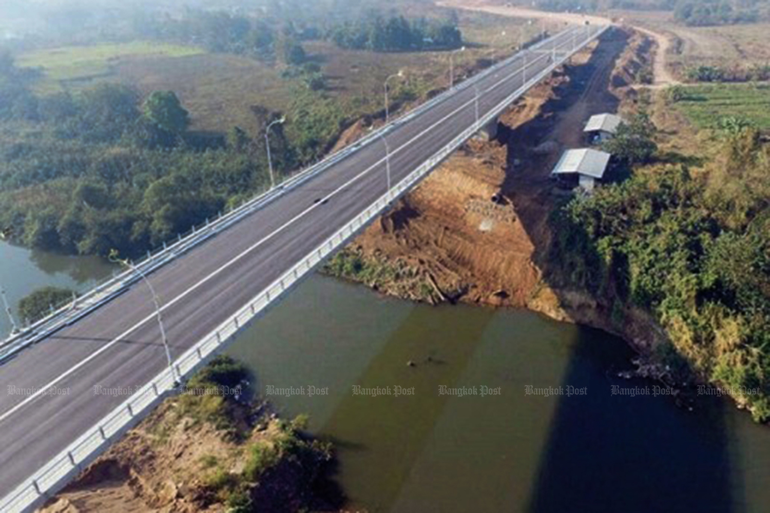 A new bridge linking Mae Sot district of Tak to Myawaddy helps boost transport between the two countries. (Photo by Assawin Pinitwong)