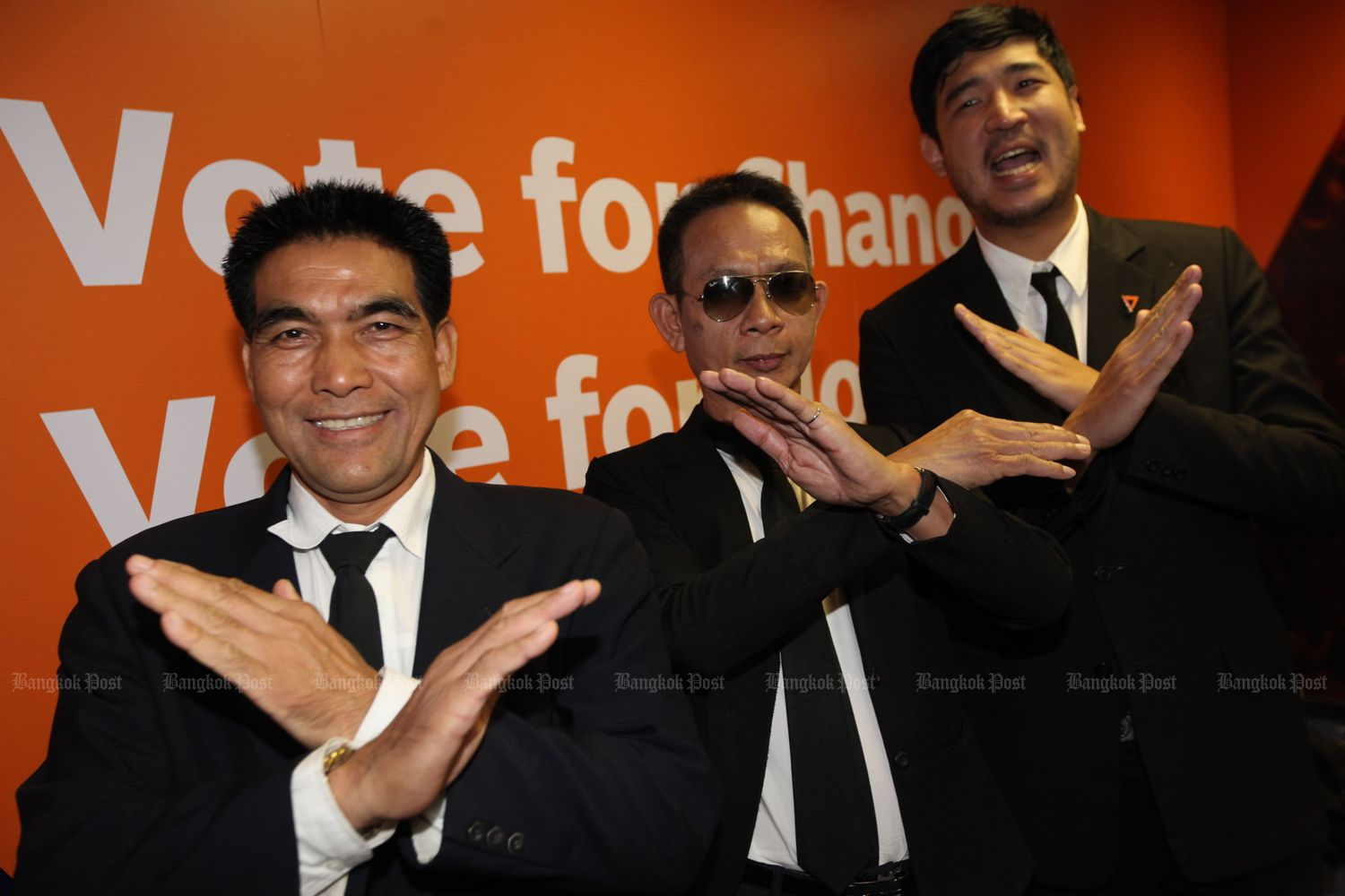FFP MPs (from left) Thongdaeng Benjapak of Samut Sakhon, Thitinan Sangnak of Khon Kaen and Taopiphop Limjittrakorn of Bangkok gesture after they join a briefing to disclose how they were approached to vote for Gen Prayut Chan-o-cha as PM on Tuesday. (Photo by Wichan Charoenkiatpakul)